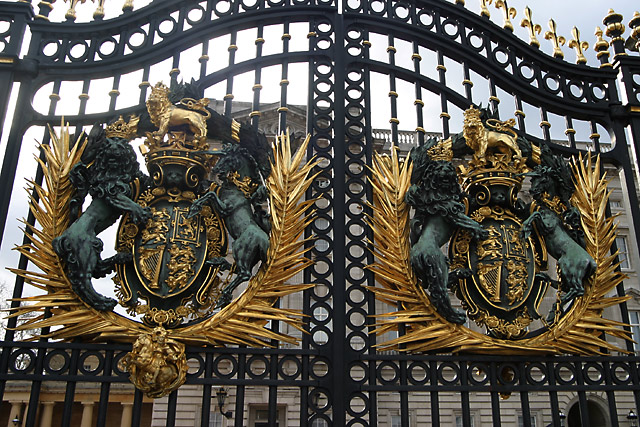 buckingham palace gate