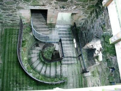 Glenbuchat_Castle_stairs